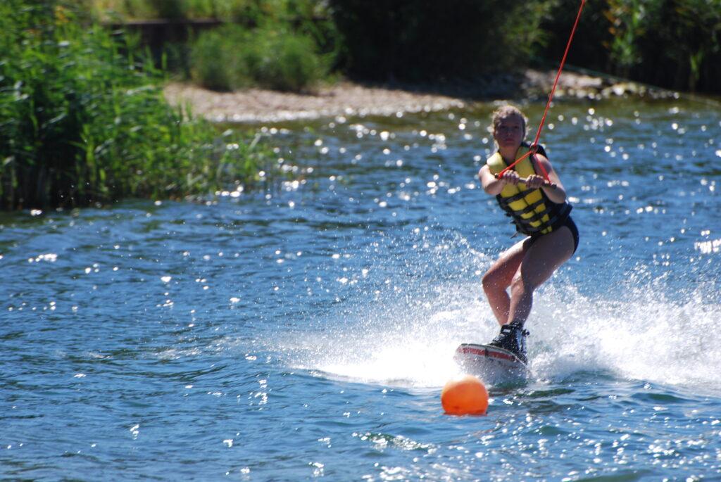 Zomerkampen-ontdekken-wakeboarden